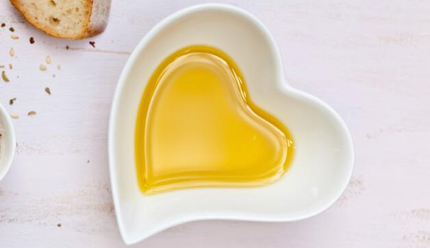 فائدة فوائد الزيتون للشعر والبشرة olive-oil-health.jpg