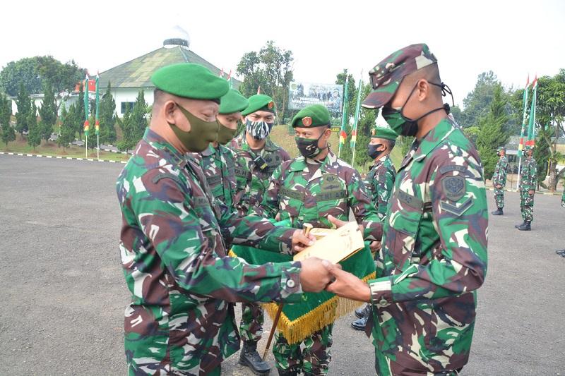 Danrindam III/Siliwangi Tutup Pendidikan Pembentukan Bintara TNI AD