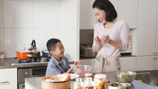 Keuntungan Bermain Mainan Masak Masakan Bersama Anak