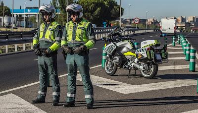 Série segue agentes que patrulham rodovias e vias metropolitanas espanholas - Divulgação