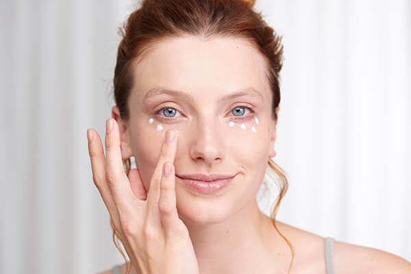 5 Benefits of Using Under Eye Cream
