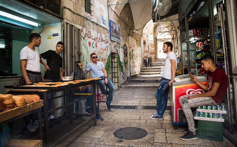 Arap gençlerin yaklaşık yarısı ülkelerini terk etmek istiyor