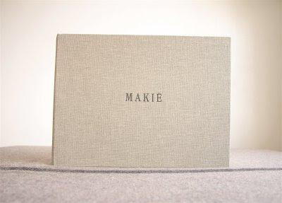 makié-50910-descalzaporelparque