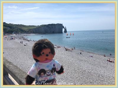 kiki monchhichi etretat le havre falaise galets normandie plage