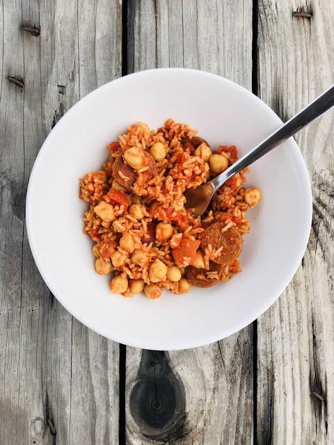 Riz à la tomate, aux pois-chiches et au chorizo