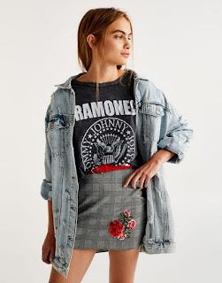 https://www.pullandbear.com/fr/femme/nouveaut%C3%A9s/t-shirt-ramones-c1030017536p500423033.html#802