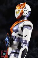 S.H. Figuarts Kamen Rider Valkyrie Rushing Cheetah 09