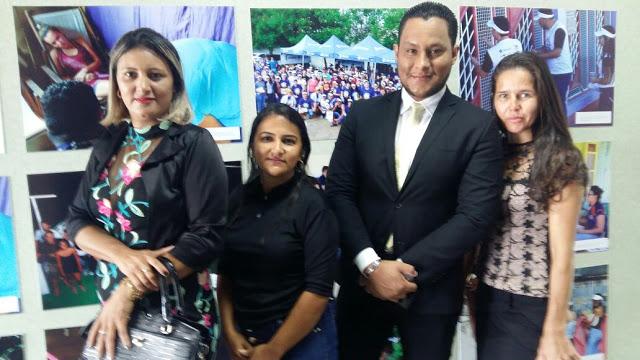 representantes dos alunos vítimas da Ciperon, juntamente com a professora Doutora Maria Eliza, dona da faculdade São Lucas.