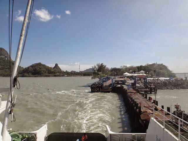 Donsak Pier menuju Koh Samui