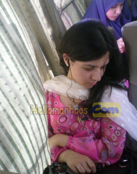 Photos girls pakistan muslim Pakistani Women