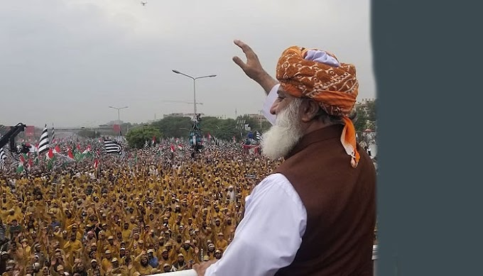 Pakistan's Azadi March Who will win Imran Khan or persuasive priest Maulana Fazlur Rehman