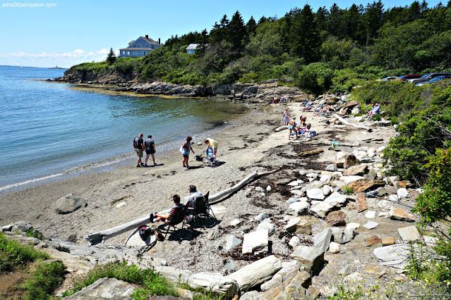 Playa en los Exteriores de Land's End Gift Shop en Bailey Island, Maine