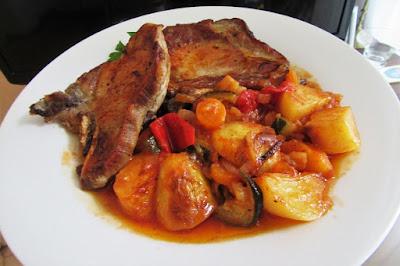 Povrtna peka s kotletima / Roasted vegetables with pork chops