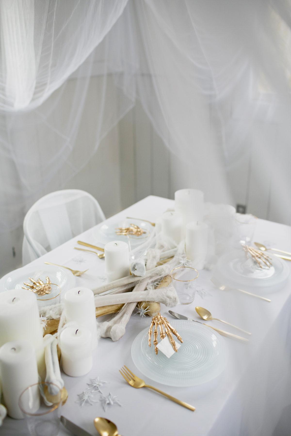 Cómo decorar una mesa de Halloween en blanco4