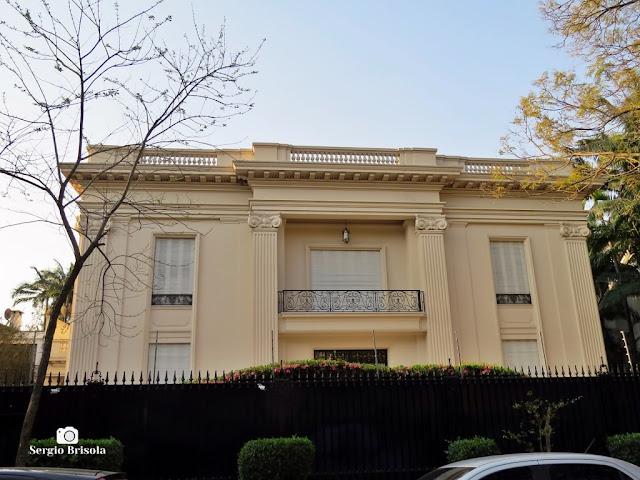 Vista da fachada de um antigo Palacete em estilo Neoclássico na Rua Noruega - Jardim Europa - São Paulo