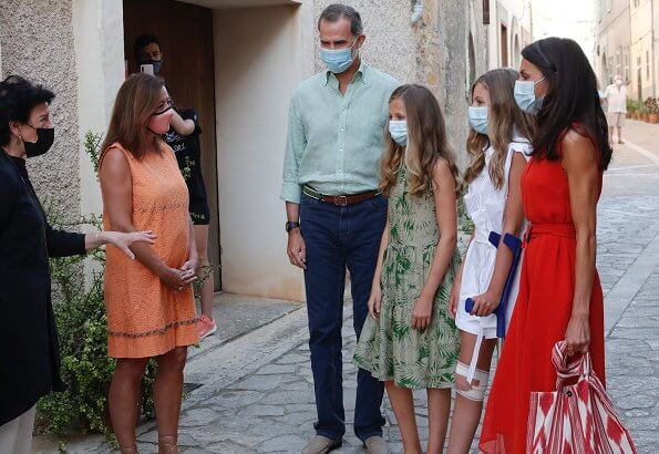 Queen Letizia wore a new textured midi dress from Adolfo Dominguez and leather wedges by Uterque. Princess Leonor and Infanta Sofia