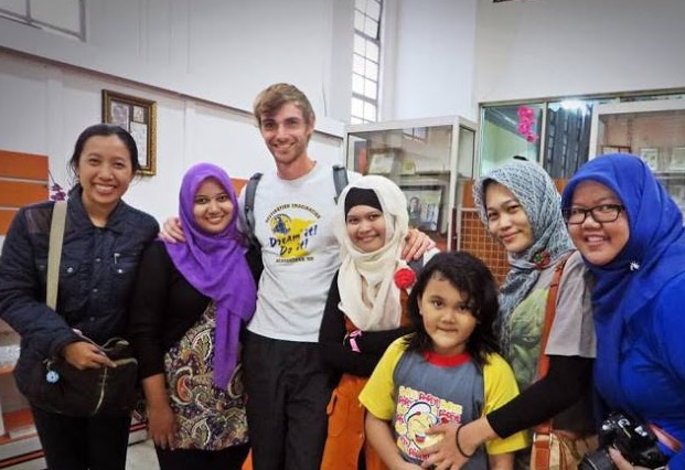 Menjelajah Ke 60 Negara, Lelaki Ini Akhirnya Jatuh Cinta Dengan Islam
