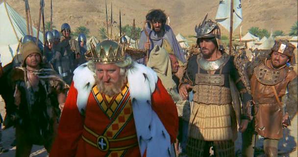 Adolfo Celi - Vittorio Gassman in Brancaleone alle crociate
