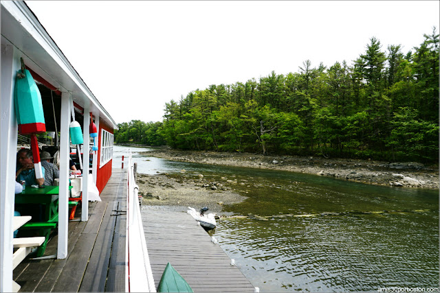 Vistas del Río desde Chauncey Creek Lobster Pier en Kittery Point, Maine