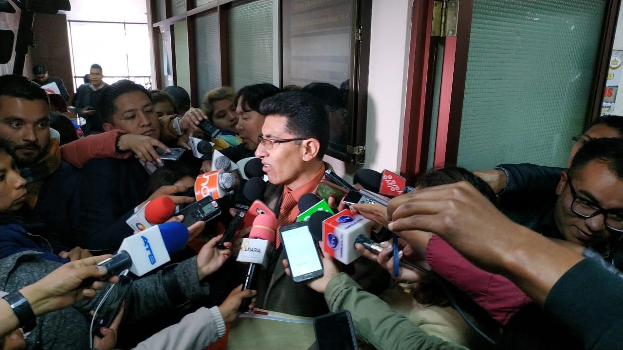 Fiscal Lima explicando el presunto desfalco de más de un millón de dólares / ANGEL SALAZAR
