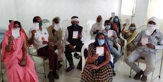 वैक्सीनेशन को लेकर परमार्थ के कार्यकर्ताओं ने तोड़ा गतिरोध, गांव-गांव में जाकर लोगों को किया मोटीवेट