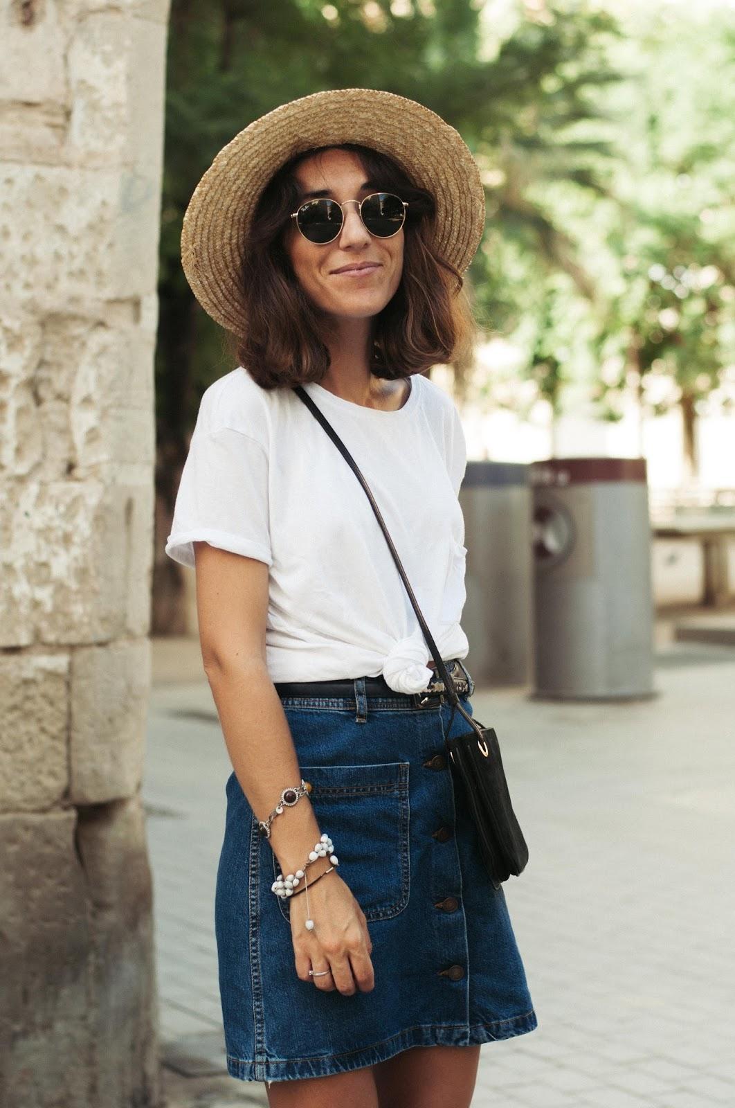 Camiseta Zapatillas Mango, falda Zara