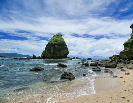 Pantai Watu Ulo-Papuma Wisata Jember