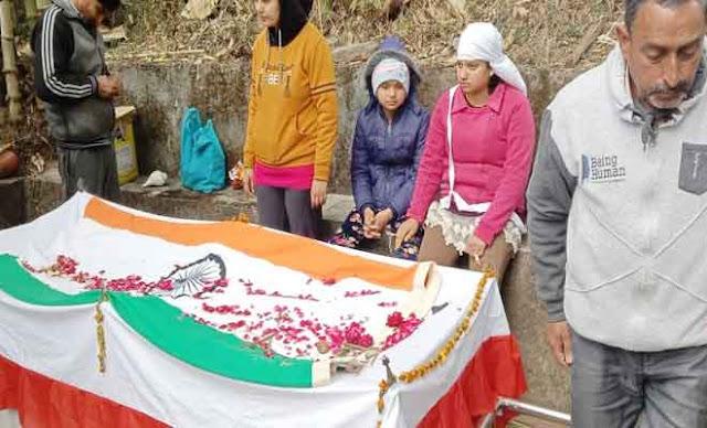 हिमाचल के सैनिक बेटे की हृदय गति रुकने से मौत...3 बेटियों ने दी मुखाग्नि