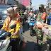 Menekan Penyebaran Corona, TNI-Polri Bagikan Masker Kepada Pengendara