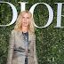 Sandrine Kiberlain posa para fotos no lançamento da exibição 'Christian Dior, couturier du rêve' comemorando 70 anos de criação, em Paris, França – 03/07/2017