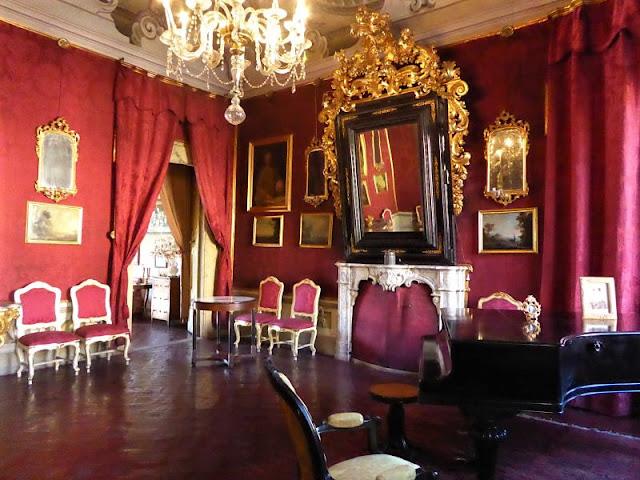 salotto rosso palazzo pavesi