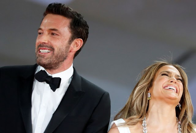 Ben Affleck sonrió tanto al lado de Jennifer López, que un detalle en su boca quedó en evidencia