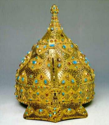 La joyería del Imperio Otomano Topkapi_Casco+de+desfile.+Hierro%252C+oro%252C+turquesas%252C+rub%25C3%25ADes