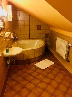 Hotel Lokis, Niedzica-Zamek, pokój trzyosobowy, łazienka z wanną