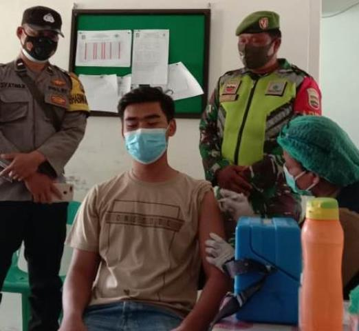 Dalam Rangka Pelaksanaan Vaksinasi Diwilayah Binaan Didampingi Personel Jajaran Kodim 0207/Simalungun