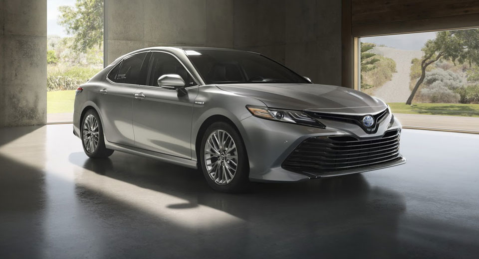 2018 toyota camry hybrid could hit 50 mpg in the city. Black Bedroom Furniture Sets. Home Design Ideas