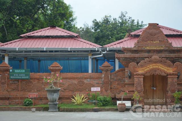 makam Kyai Ageng Mohammmad Besari yang terletak di komplek Masjid Jami' Tegalsari Ponorogo