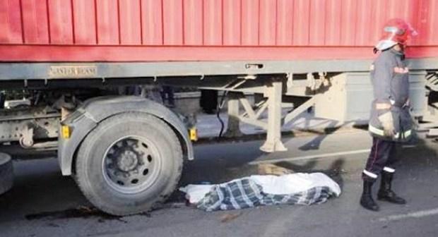 مأساة بإنزكان: شاحنة مجنونة تحول جسد شخص إلى أشلاء في مشهد مروع.