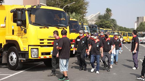彰化縣慶祝清潔隊員節表揚 清潔人員暨環保車授車