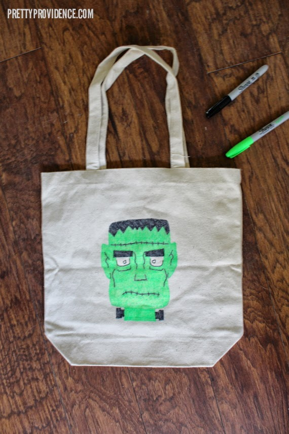 DIY Trick or Treat tote bags using #NeonSharpie - so easy and so cute! #PMedia #ad