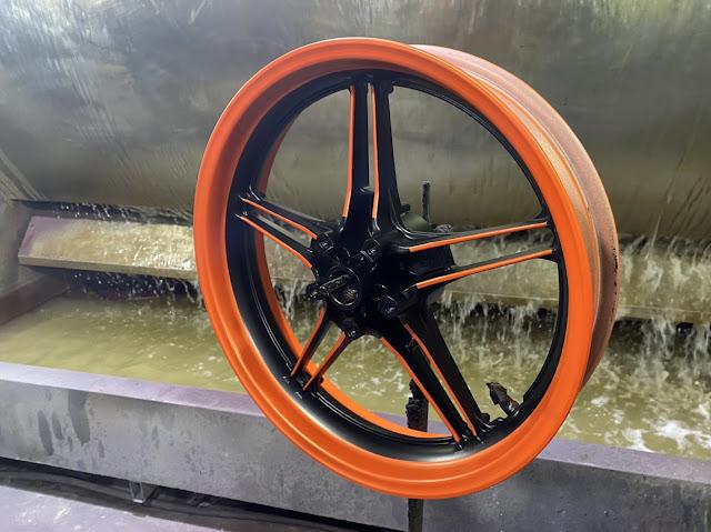 Sơn mâm phối màu cam đen cực đẹp tại Trung Tâm