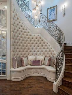 ديكورات تحت الدرج الداخلي في المنزل مميزة وجميلة