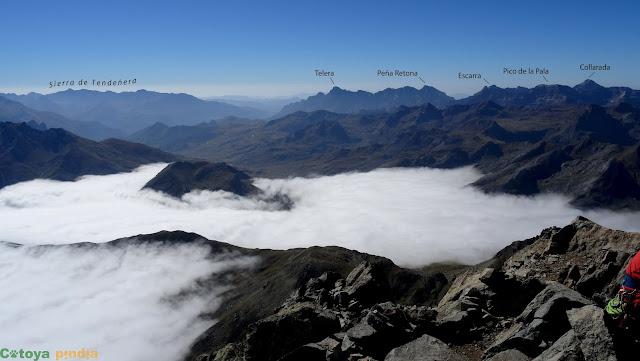 Mar de nubes en la cima del Midi d'Ossau.