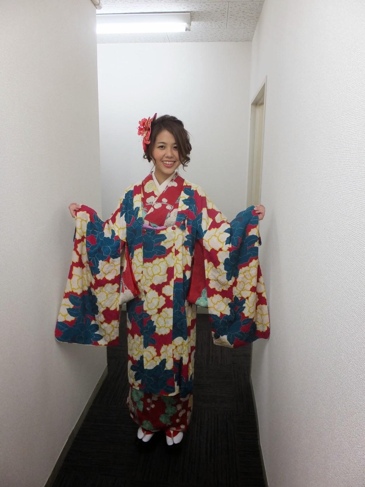 こちらの着物はアンティークの着物帯羽織こっぽりでまとめたレトロ感溢れる素敵な装い
