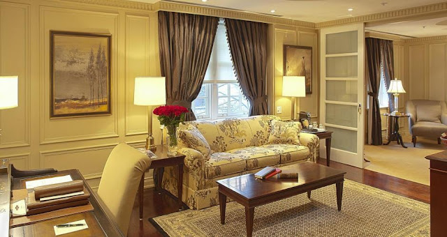 The Windsor Arms Hotel aura of warmth and discreet luxury combine with an exceptional level of service make it one of Toronto's most luxurious boutique hotels.