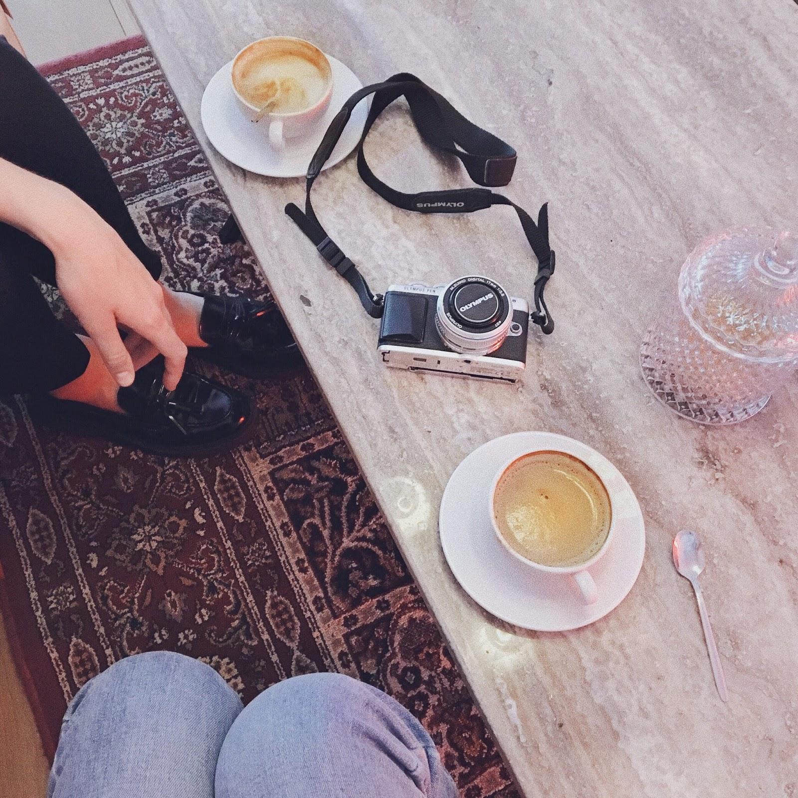 kava ir pokalbiai