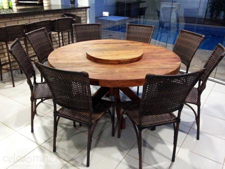 mesa de madeira de demolição redonda com pé em x