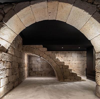 Vestígios arqueológicos no interior do Hotel Exmo no Porto (foto: ivotavares.net)