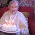 Έσβησε τα κεράκια στην τούρτα γενεθλίων ο γηραιότερος άνθρωπος στον κόσμο (video)