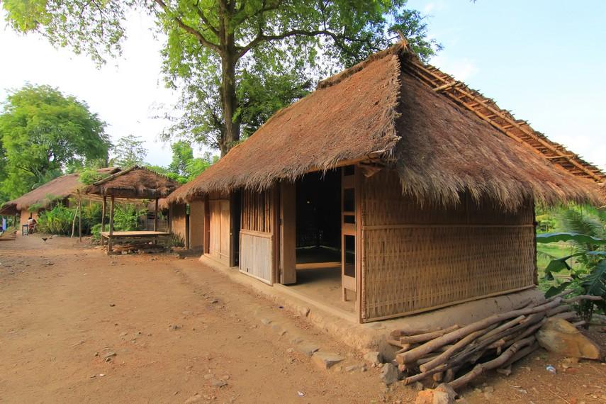 Rumah Suku Sasak di Dusun Ende